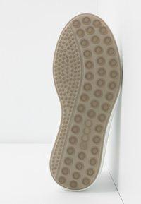 ECCO - SOFT 7 RUNNER - Sneakersy niskie - white/shadow white - 6