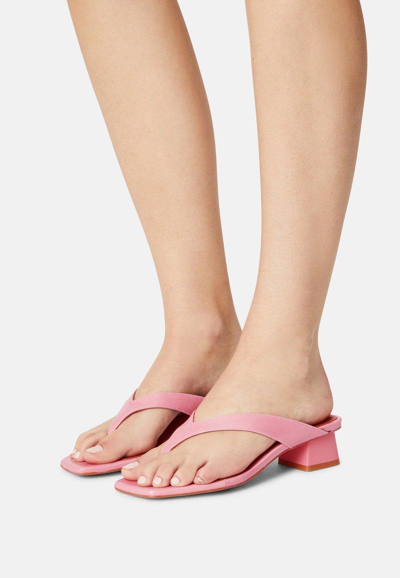 ÁNGEL ALARCÓN - T-bar sandals - almeras dumas