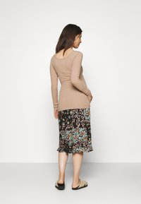 Pieces Maternity - PCMKITTE - Camiseta de manga larga - natural - 2