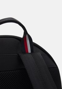 Tommy Hilfiger - ELEVATED BACKPACK - Batoh - black - 4
