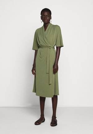 IVESIA - Jersey dress - olivine