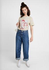 Merchcode - LADIES HAPPY WEEKEND TEE - Print T-shirt - sand - 1