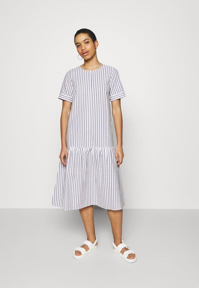 RIALTO PLACKET DRESS - Robe d'été - pavement