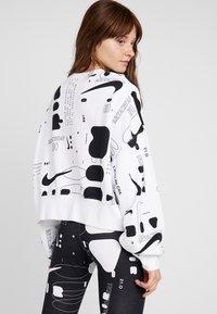 Nike Sportswear - CREW AIR - Sweatshirt - white - 2