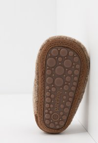 Bisgaard - BABY HOME SHOE - Slippers - camel - 5
