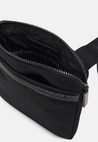 Calvin Klein - FLAT PACK UNISEX - Taška spříčným popruhem - black - 2