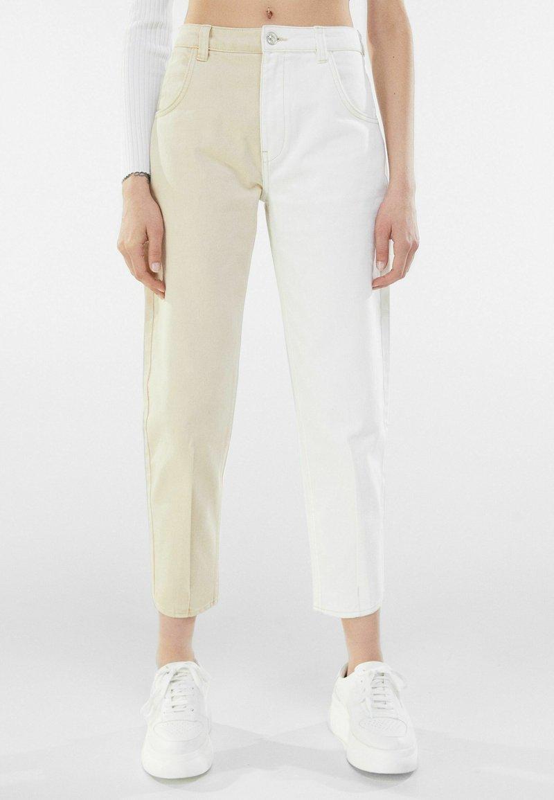 Bershka - IM MOM  - Relaxed fit jeans - beige