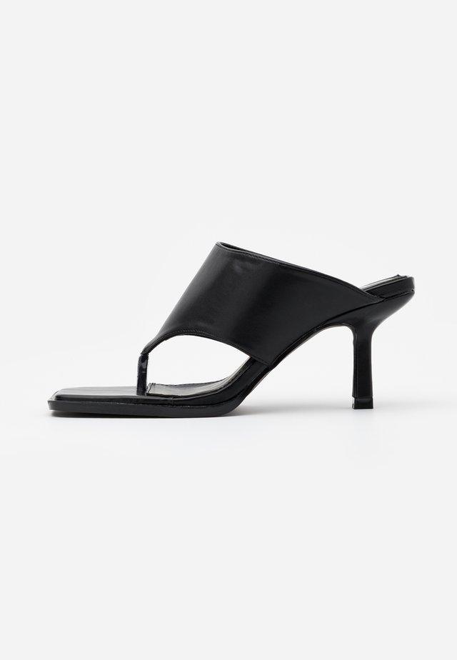 EVIA - Sandalias de dedo - black