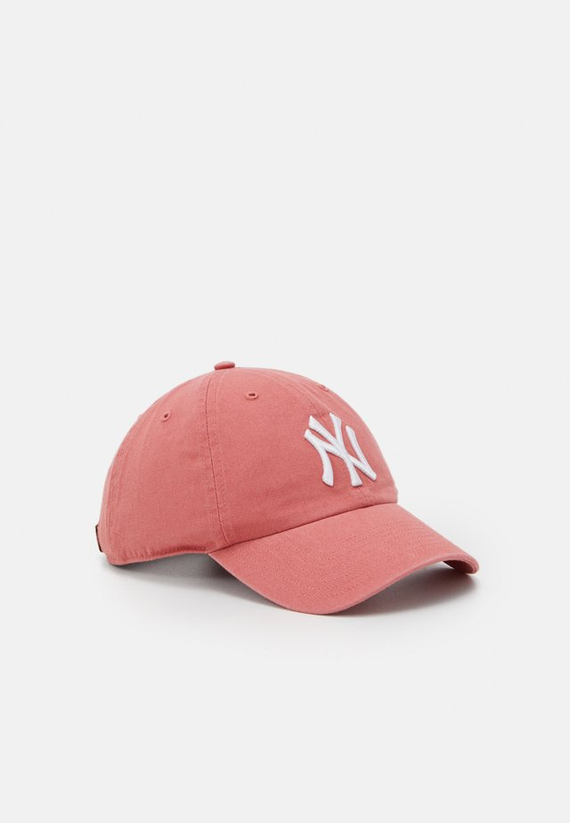 NEW YORK YANKEES CLEAN UP UNISEX - Pet - island red