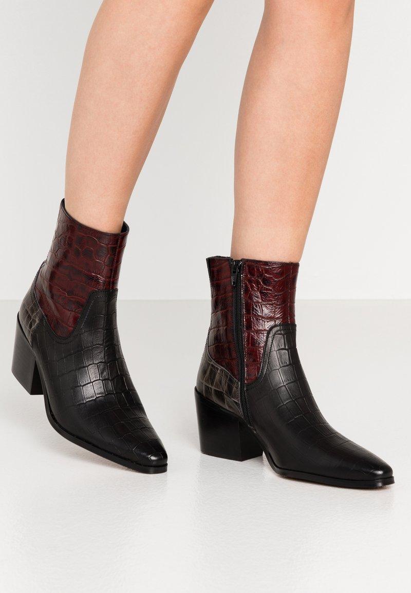 Shoe The Bear - GEORGIA MIX - Cowboy/biker ankle boot - bordeaux