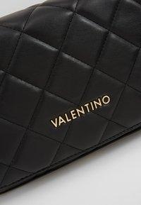 Valentino by Mario Valentino - OCARINA - Taška spříčným popruhem - nero - 4