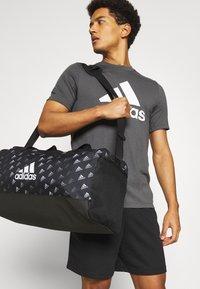 adidas Performance - GRAPHIC UNISEX - Urheilukassi - black/white - 0
