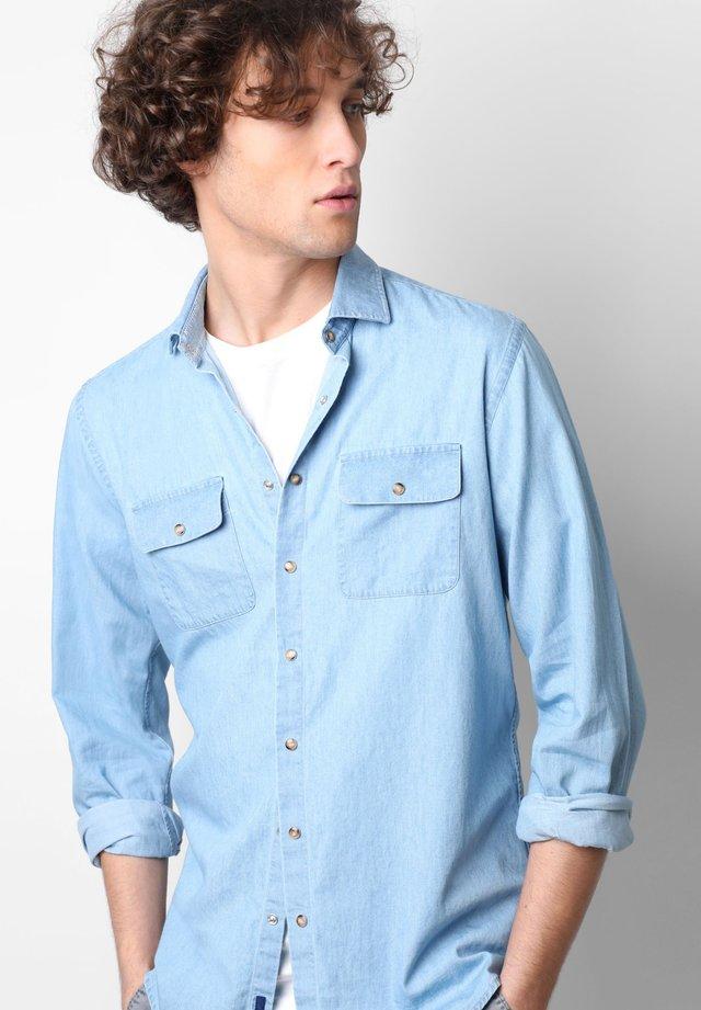 POCKETS DENIM - Overhemd - denim