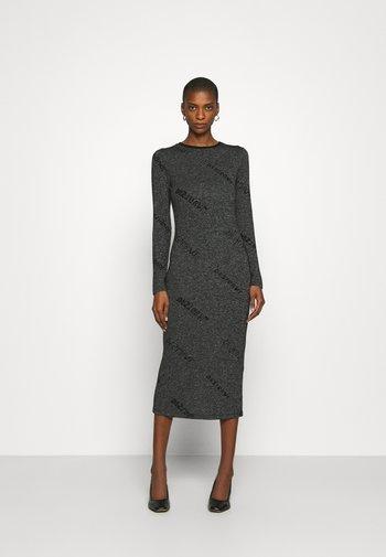 ANGIE - Strikket kjole - gris vigore