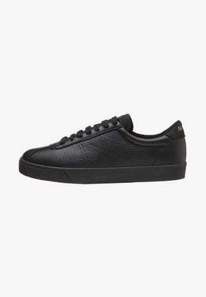 Trainers - total black