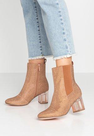 Kotníkové boty - almond glam