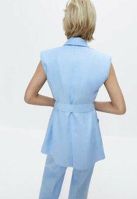 Uterqüe - MIT SCHULTERPOLSTERN  - Waistcoat - light blue - 1