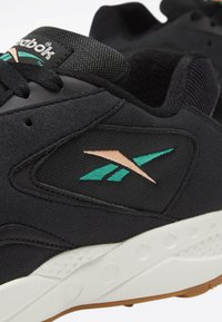 Reebok Classic - TORCH HEX SHOES - Trainers - black - 11