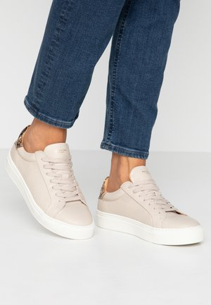 SLFDONNA NEW CONTRAST TRAINER - Sneakers laag - sandshell