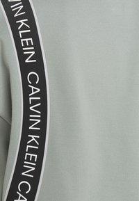 Calvin Klein Performance - Sudadera - green - 2