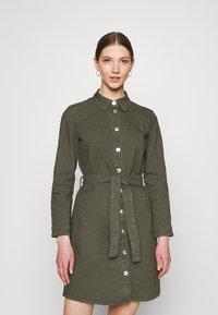 ONLY - ONLLAUREL LIFE FRILL DRESS - Košilové šaty - kalamata - 0
