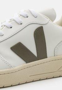 Veja - Baskets basses - extra white/kaki/indigo - 5