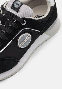 Colmar Originals - TRAVIS COLORS - Baskets basses - black/light grey - 6