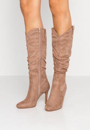 High heeled boots - sand
