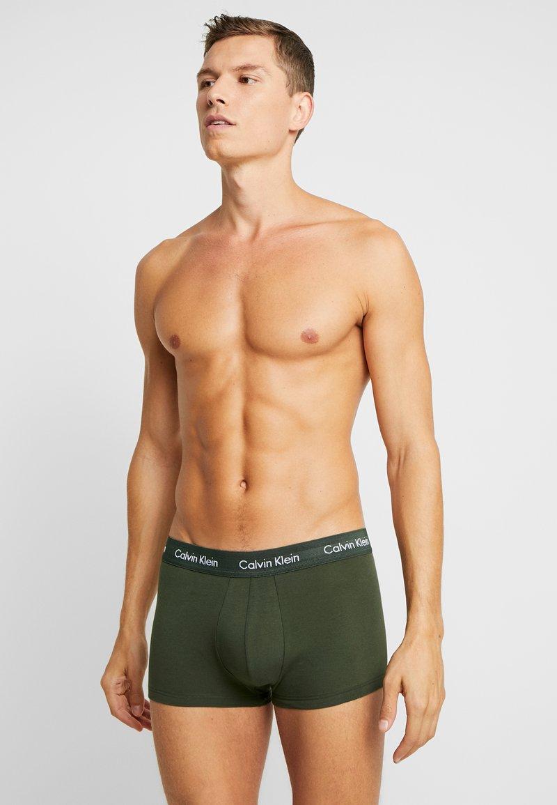 Calvin Klein Underwear - STRETCH LOW RISE TRUNK 3 PACK - Culotte - pink/blue/black