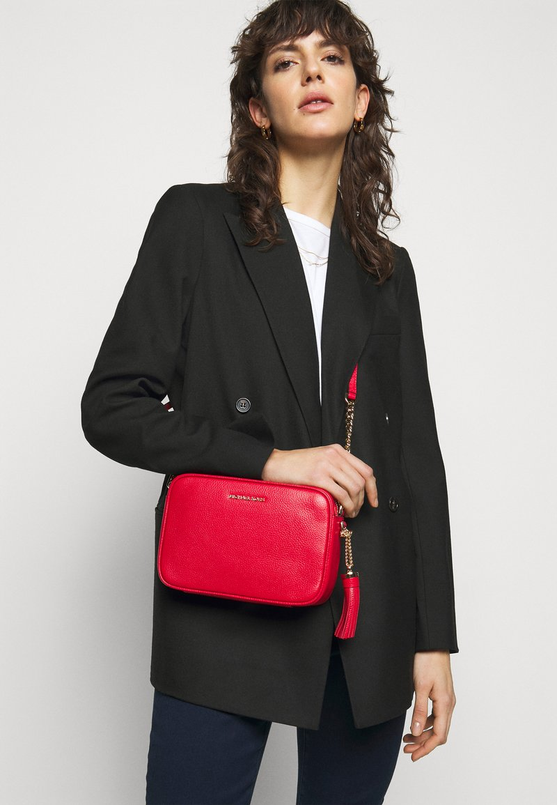 MICHAEL Michael Kors - JET SET CAMERA BAG - Sac bandoulière - bright red