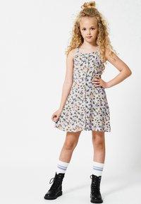 America Today - JURK - Day dress - flower - 1