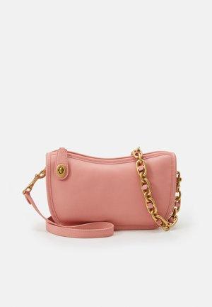 ORIGINALS SWINGER WITH CHAIN - Handbag - candy pink
