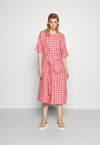 Henrik Vibskov - PIPETTE DRESS - Maxi dress - berry - 0