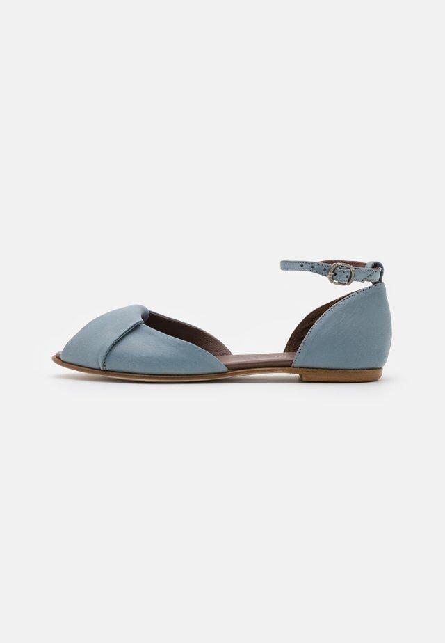Sandaalit nilkkaremmillä - artic