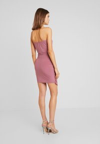 Missguided - SLINKY WRAP OVER MINI DRESS - Pouzdrové šaty - rose - 3