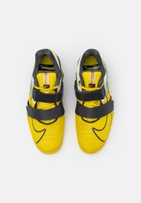 Nike Performance - ROMALEOS UNISEX - Sports shoes - bright citron/dark smoke grey/grey fog - 3