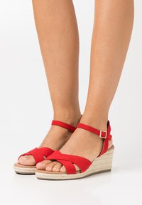 New Look Wide Fit - WIDE FIT YABBY CROSS VAMP LOW WEDGE - Alpargatas - bright red - 0