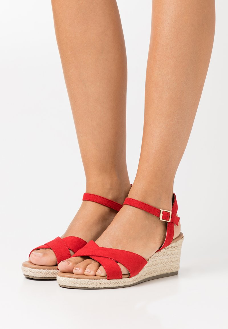 New Look Wide Fit - WIDE FIT YABBY CROSS VAMP LOW WEDGE - Alpargatas - bright red