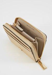 MICHAEL Michael Kors - Wallet - pale gold-coloured - 5