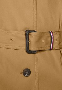 Tommy Hilfiger Curve - Trenchcoat - countryside khaki - 7