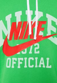 Nike Sportswear - TREND HOODIE - Pusa - light green spark - 2