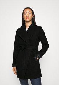 Vero Moda - VMCALASISSEL JACKET - Krótki płaszcz - black - 0