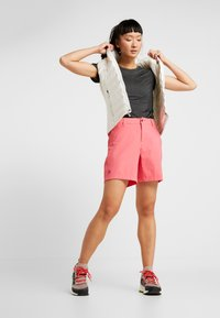 8848 Altitude - EALA  SHORTS - Sports shorts - magenta - 1