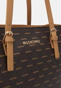 Valentino Bags - ANGELA - Torba na zakupy - multicolor - 3
