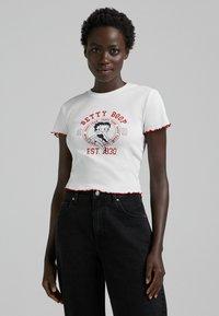 Bershka - BETTY BOOP - T-shirt con stampa - white - 0