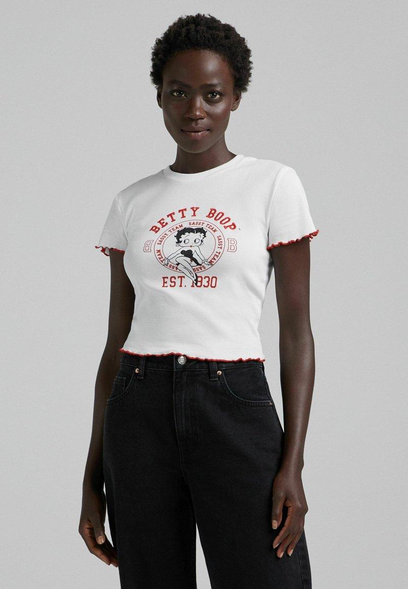 Bershka - BETTY BOOP - T-shirt con stampa - white