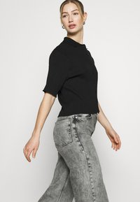 Monki - CAT - Button-down blouse - black - 4