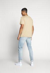 WAWWA - UNISEX POCKET - T-shirt basic - desert sand - 2