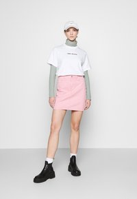 Tommy Jeans - LINEAR LOGO TEE - Print T-shirt - white - 1
