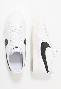 Nike Sportswear - BLAZER - Trainers - white/black/sail/light brown - 0